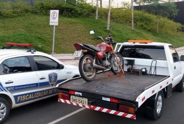 Jovem é detido com moto furtada no bairro PV