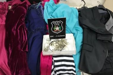 Jovem é presa por tentar vender vestidos e ternos roubados