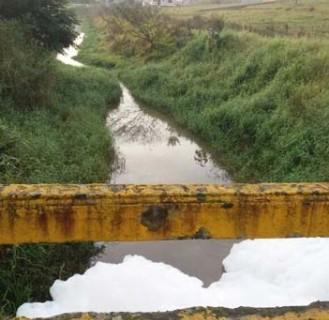 Fundai coletará novas amostras de rio após ressurgimento de espuma