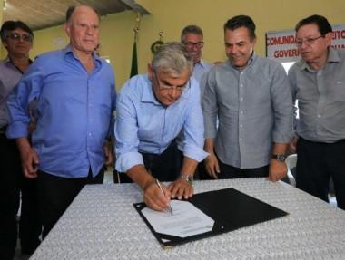 Governador assina convênio para pavimentação asfáltica em Laguna