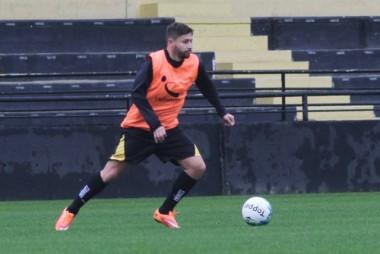 Élvis se apresenta e faz primeiro treino no Criciúma