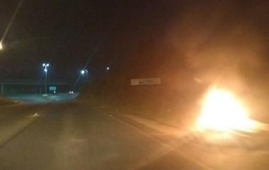 Protestos são mantidos por caminhoneiros em Içara