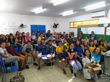 Gravidez na adolescência em debate em escolas de Maracajá