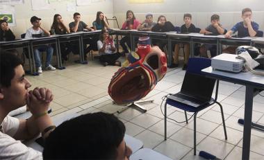 """Aula com """"realidade aumentada"""" amplia interação e assimilação de conteúdo em Maracajá"""