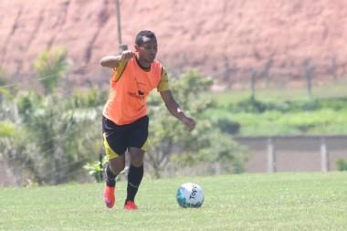 Alex Maranhão discute renovação de contrato com o Tigre