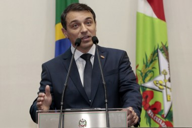 Governador de SC destaca na Alesc avanços de Santa Catarina em 2019