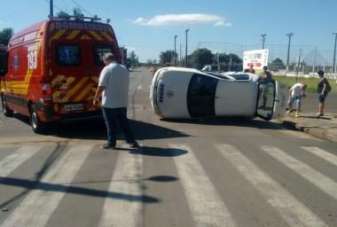 Motorista de carro da Secretaria de Saúde de Turvo fica ferido