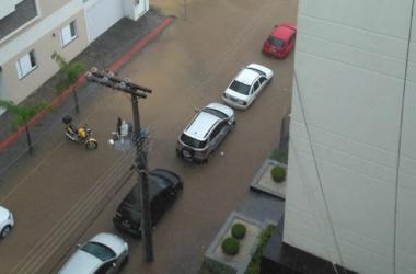 Chuva provoca alagamentos no Centro e bairros de Içara