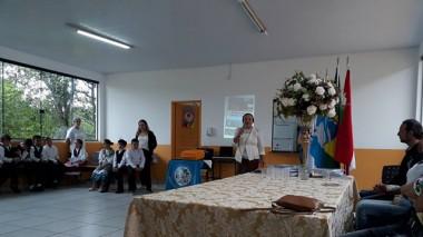 Elza de Mello lançou o livro Da Ilha de Brumas à Terra das Palmeiras