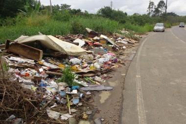 Margens da Rodovia Jorge Zanatta vira um lixão