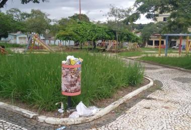 Pais reclamam da falta de manutenção das praças e parques