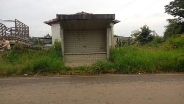 Paradas de ônibus de Içara precisam de manutenção