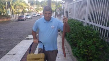 Arnaldo Anaído vende peças de salames produzidas em Içara
