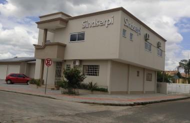 Servidores municipais rejeitam contraproposta do Município