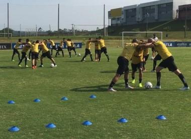 Criciúma treina forte para enfrentar o Internacional no HH