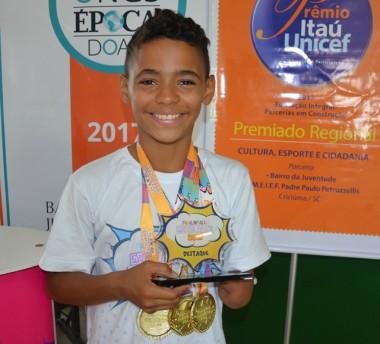 Atleta do tênis de mesa do Bairro da Juventude é campeão