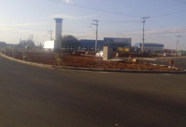 Construção de rótula deixa trânsito lento na SC-445