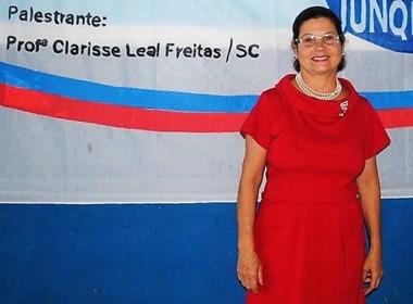Clarisse Leal ministra palestra em Nova Veneza