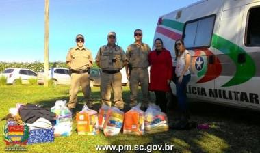 PM realiza ação solidária de doação em Içara e Rincão