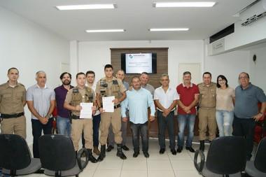 Policiais militares recebem moção do Poder Legislativo
