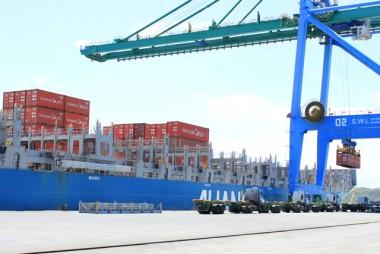 Rota de contêineres da Ásia promete fortalecer a economia