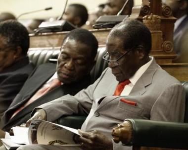 Mugabe preside ato em sua primeira aparição pública após golpe militar