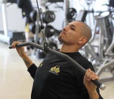 Zagueiro Rafael Silva segue de fora dos treinos