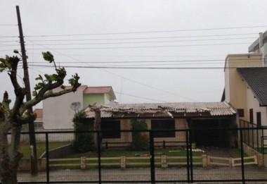 Temporal causa estragos em Içara e Balneário Rincão