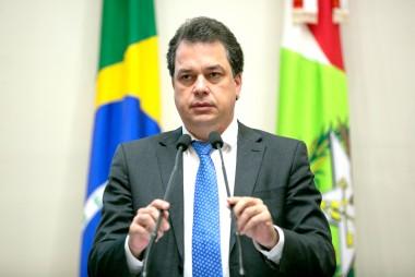 """""""Neste Dia do Trabalho não temos o que comemorar"""" diz deputado Rodrigo Minotto"""