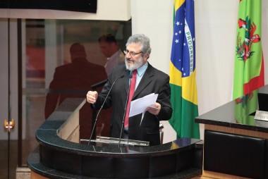 Deputado questiona descentralização e propõe revisão da proposta
