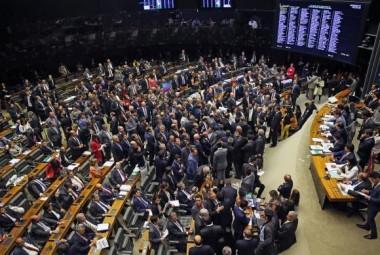 Câmara rejeita denúncia contra Michel Temer com 263 votos