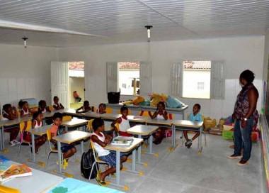 Projetos para terceirização da Educação e fracionamento das férias