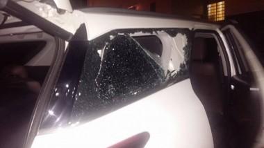 Torcedores atiram pedras no carro do atacante Zé Carlos
