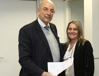 Secretária de assistência social e habitação viaja à Brasília