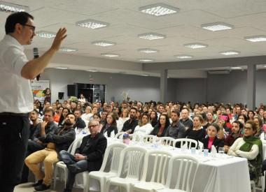 Rossandro Klinjey propõe mais limites na educação familiar