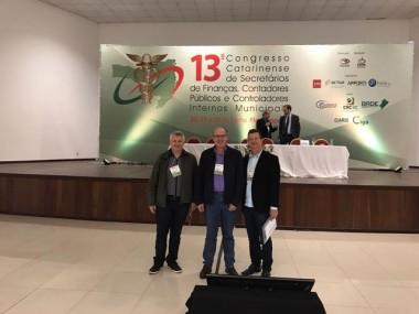 Secretário e técnico de Cocal participam de congresso