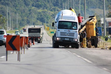 Passarelas recebem construção de proteções de concreto