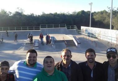 Comitiva de Nova Veneza conhece projetos para a juventude