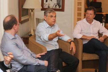 Eduardo Moreira recebe comitiva do PMDB de Içara