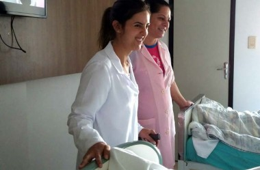 Voluntárias de rosa proporcionam acolhimento no HSD