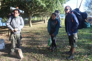 Mochileiros indígenas compartilham cultura no Balneário Rincão