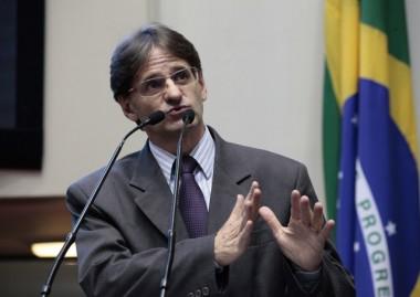 Deputado Neodi Saretta é contra privatização da Casan