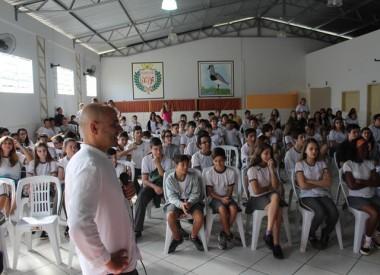 Matemático de Lisboa ministra palestra para alunos de Cocal