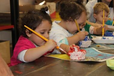 Alunos do Infantil Satc criam massinha e dão asas à imaginação