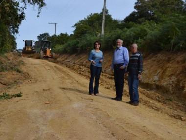 Cocal realiza operação de recuperação das estradas vicinais
