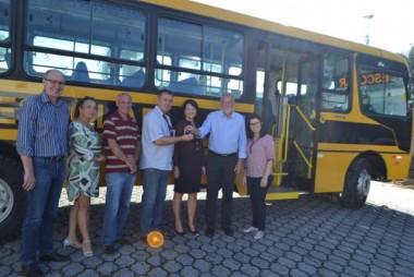 Cocal adquire novo ônibus escolar com recursos próprios
