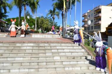 Praças estão decorados para viver o clima de Páscoa em Cocal