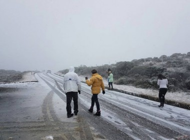 SC registra neve na Serra e estragos por conta chuva