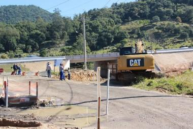 Dois acessos mudam para obras na BR-101 Sul, em Tubarão (SC)
