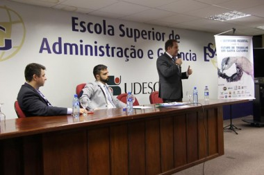 Futuro do trabalho em Santa Catarina é debatido em seminário